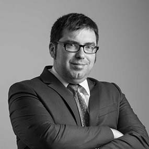 equipo abogados comunidades de propietarios vecindia eduardo bisbal gonzalez abogado especialista en propiedad horizontal 586x586 - Abogados de desahucios en Madrid