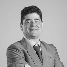 equipo abogados comunidades de propietarios vecindia jose antonio moreno de la santa socio fundador 586x586 | Abogados Comunidades Propietarios Badia Del Vallès