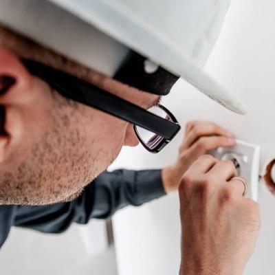 servicios profesionales conserjes para comunidades de propietarios electricidad vecindia - Conserjes para comunidades de propietarios