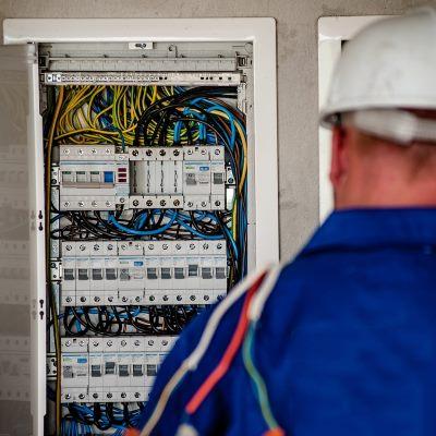servicios profesionales mantenimiento integral para comunidades de propietarios cuadro luz vecindia - Mantenimiento integral para comunidades de propietarios