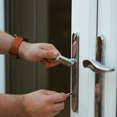 servicios profesionales vigilancia privada seguridad comunidades de propietarios llaves vecindia - Vigilancia privada y seguridad para comunidades de propietarios